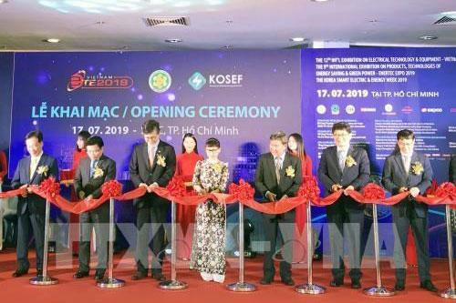 Gần 400 doanh nghiệp dự chuỗi triển lãm, hội chợ điện và năng lượng